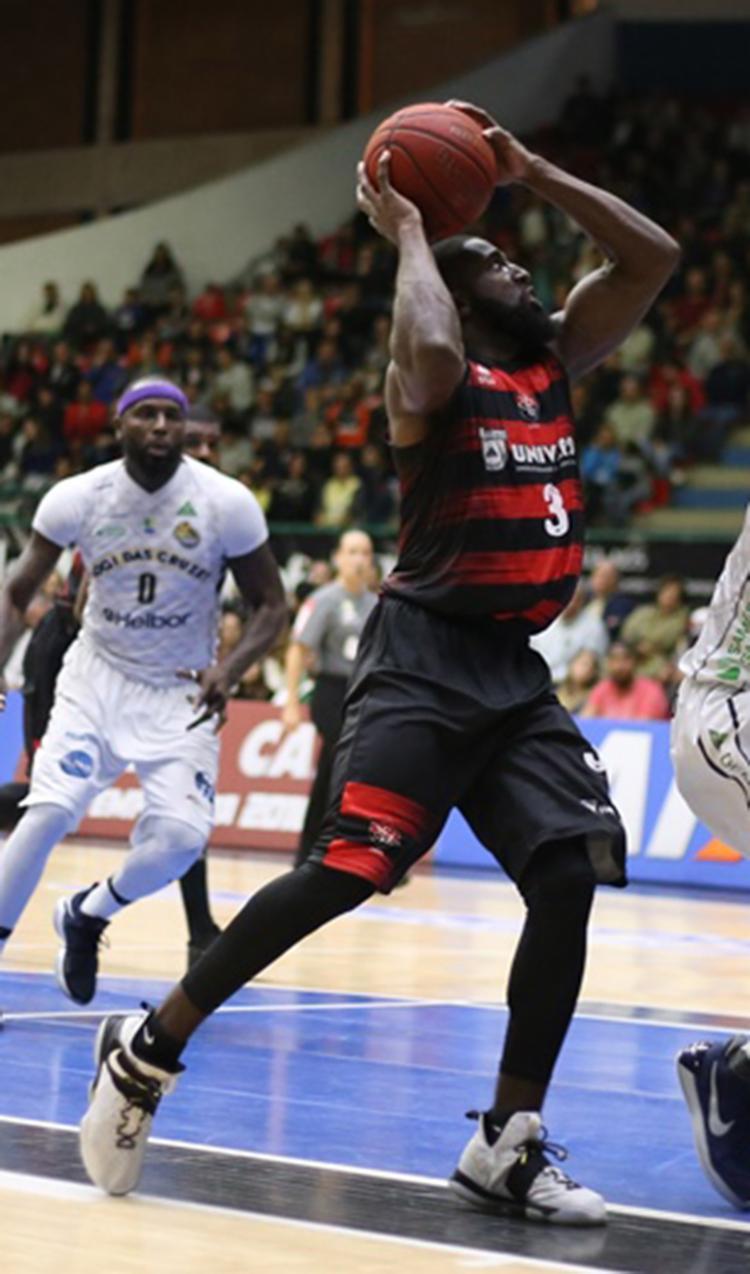 Americano Keyron Sheard foi o destaque do jogo da última quinta, em Mogi - Foto: Antonio Penedo l Mogi-Helbor