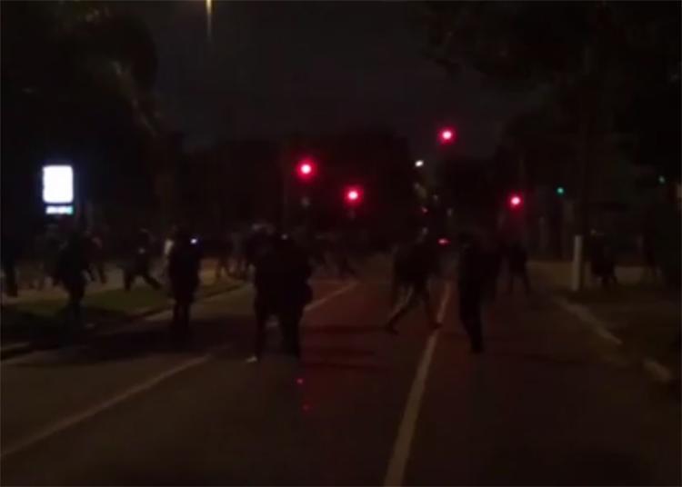 Tropa de choque usou bombas de efeito moral, balas de borracha e gás lacrimogêneo para dispersar o grupo de manifestantes - Foto: Reprodução l Uol Mais