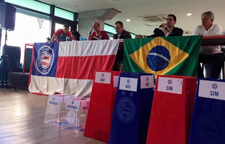 Os torcedores fizeram perguntas ao presidente do time - Foto: Reprodução | E.C Bahia