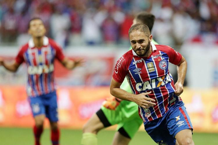 Régis vibra com o gol marcado por ele, o da classificação tricolor - Foto: Raul Spinassé l Ag. A TARDE