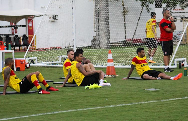 Titulares descansam em raro momento no treino - Foto: Maurícia da Matta l EC Vitória