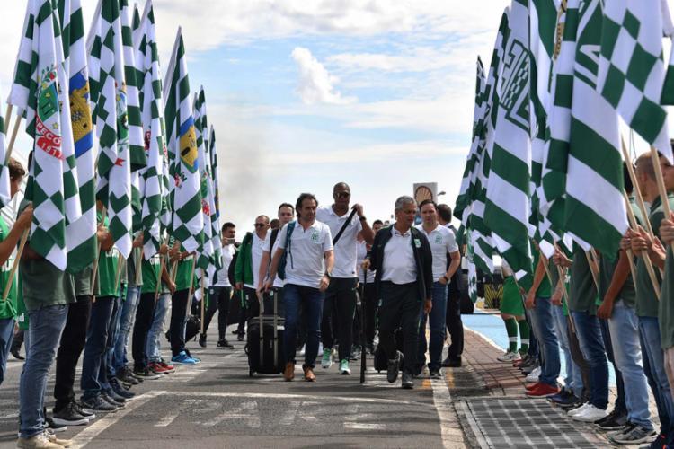 A delegação do Atlético Nacional chegou à cidade catarinense e foi recebida com muita festa - Foto: Nelson Almeida | AFP