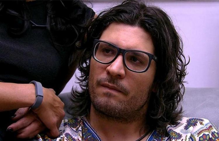 O advogado não resistiu ao paredão duplo com o cirurgião plástico Marcos - Foto: Reprodução l TV Globo