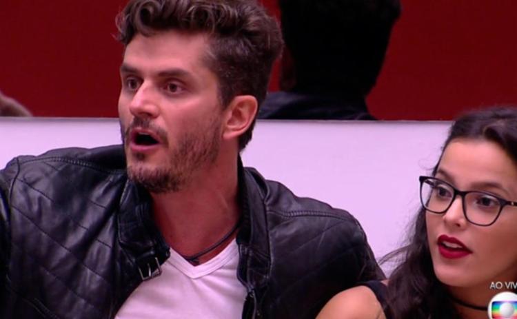 Marcos e Emilly discutiram durante o programa ao vivo com Tiago Leifert - Foto: Reprodução | TV Globo