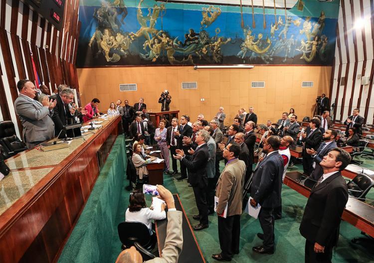 Deputados comemoraram aprovação. Texto da PEC segue parâmetros utilizados no Congresso, em Brasília - Foto: Vaner Casaes l AL-BA l 5.4.2017