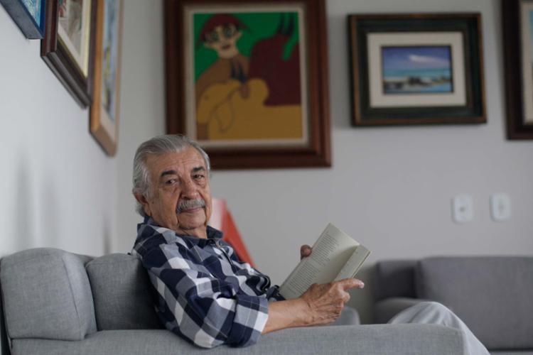 Lançamento do livro de Florisvaldo Matttos será nesta quinta, 6, no Palacete das Artes - Foto: Raul Spinassé | Ag. A TARDE