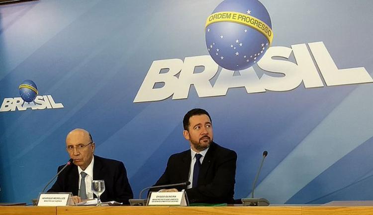 Os ministros do Planejamento, Dyogo Oliveira, e da Fazenda, Henrique Meirelles, durante entrevista no Palácio do Planalto - Foto: Valter Campanato l Agência Brasil