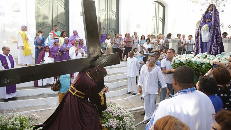 Tradicional evento católico reproduz o momento em que Jesus Cristo encontra Maria a caminho do calvário - Foto: Joá Souza l Ag. A TARDE