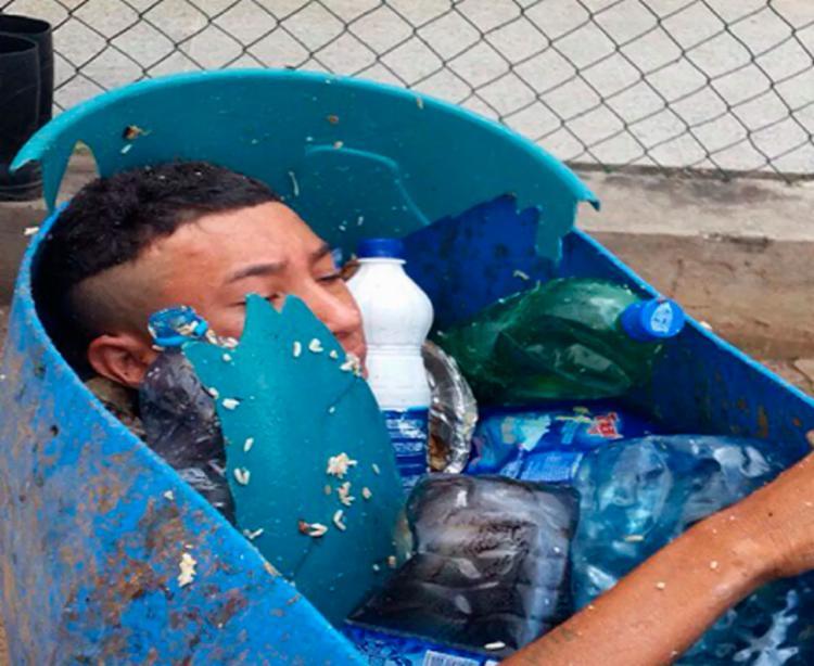 Após ser descoberto, homem foi conduzido à cela novamente - Foto: Reprodução | Sobral 24 Horas