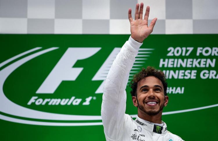 Hamilton e Vettel seguem empatados na liderança com 43 pontos - Foto: Johannes Eisele | AFP