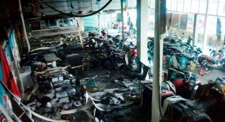 Cerca de 86 motos foram danificadas no incêndio - Foto: Divulgação | Corpo de Bombeiros