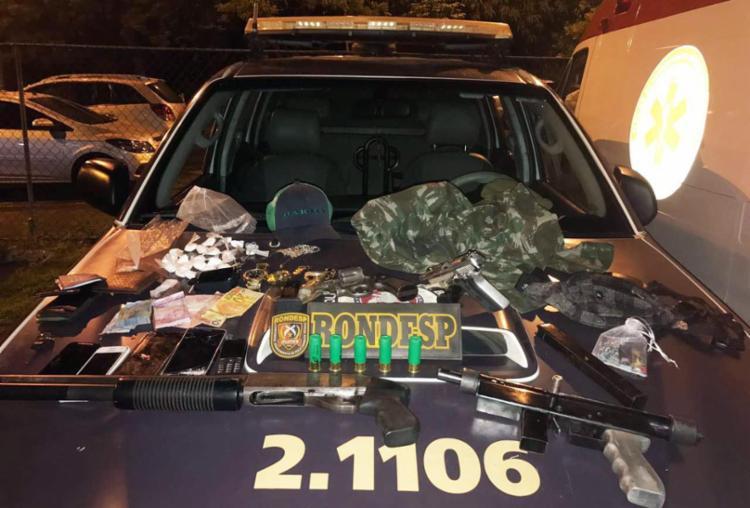 Polícia apreendeu armas, drogas, fardas e celulares durante a ação - Foto: Divugação | SSP