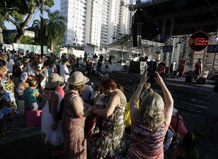 Festival Caymmi de Música reuniu pessoas de diferentes idades no Campo Grande - Foto: Mila Cordeiro   Ag. A TARDE