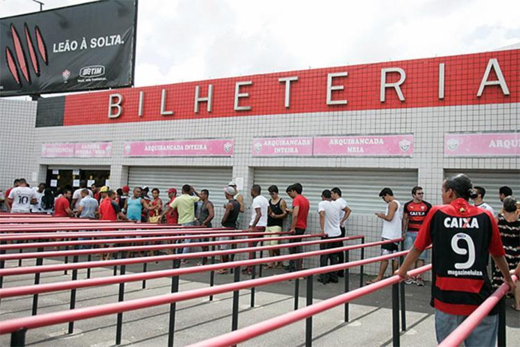 No domingo, é possível adquirir as entradas na bilheterias do Barradão - Foto: Edilson Lima l Ag. A TARDE