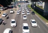 Taxistas fazem carreata em protesto contra a Uber | Foto: