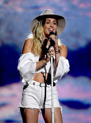 A cantora se emocionou durante a apresentação - Foto: Ethan Miller | Getty Images | AFP