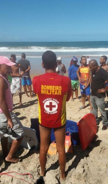 Corpo foi encontrado na areia da praia da Barra - Foto: Divulgação | Corpo de Bombeiros