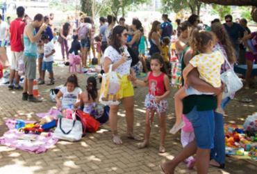 Feira promove troca de brinquedos e livros na Pituba