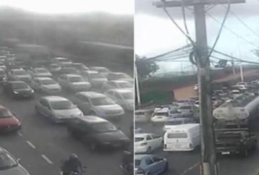 Acidente entre três veículos deixa trânsito lento na Paralela