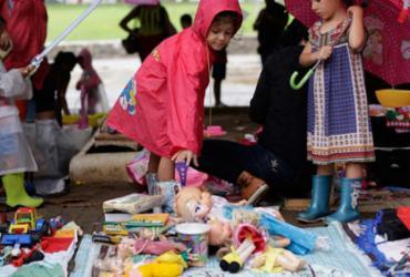 Brinquedos e livros atraem crianças em feira de troca na Pituba