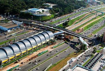 Trecho da avenida Paralela é interditado para obras em passarela