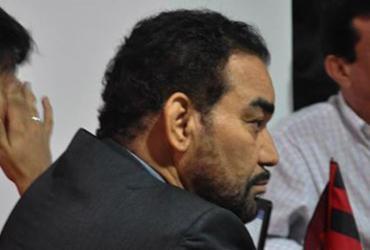 Conselho do Vitória se organiza para tentar depor presidente