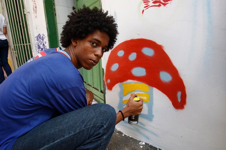 Jovens como João Henrique, 16, têm a oportunidade de mostrar potencial artístico e protagonismo juvenil - Foto: Xando Pereira l Ag. A TARDE