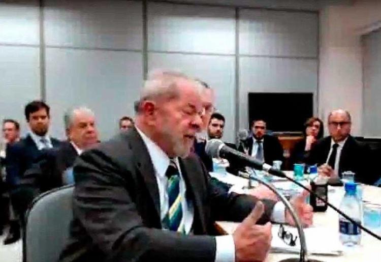 Ex-presidente disse que propriedade e reforma de apartamento no Guarujá (SP), que seria propina da OAS, são uma invenção do MPF - Foto: Reprodução | YouTube