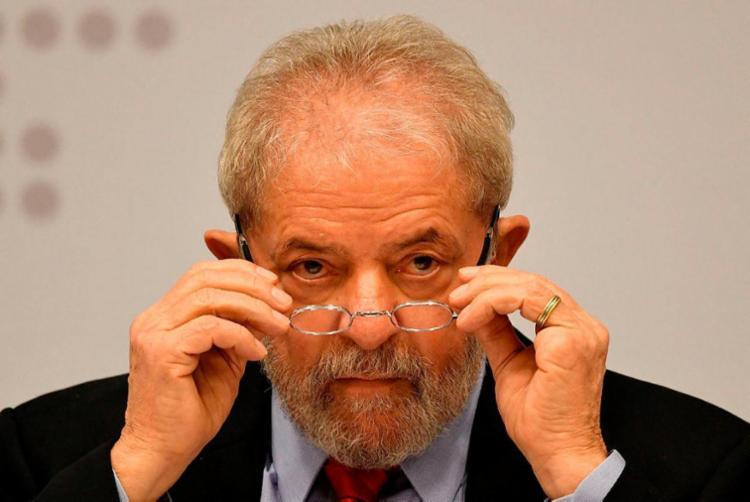 Lula acredita que Temer só deixa governo se for cassado pelo TSE - Foto: Evaristo Sa | AFP