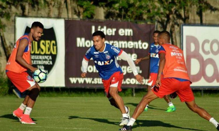 Na atividade desta quinta-feira, 11, Edigar Junio (C), Allione e Zé Rafael formaram o ataque Tricolor - Foto: Felipe Oliveira l Ag. A TARDE