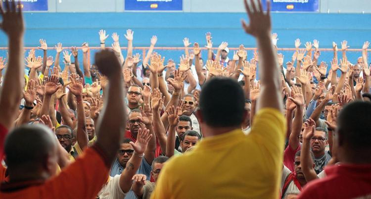 Rodoviários voltam a se reunir em assembleia nesta tarde - Foto: Raul Spinassé l Ag. A TARDE | 11.05.2017