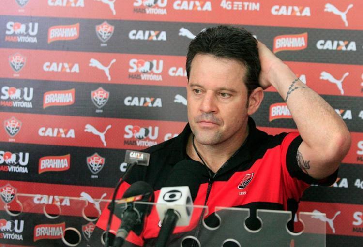 Cai técnico do Vitória, Argel Fucks - Foto: Luciano da Matta l Ag. A TARDE