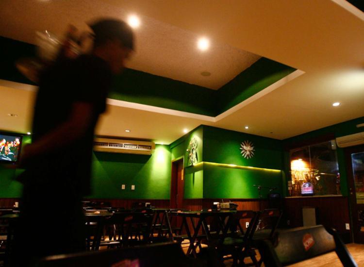 Lei prevê que a gorjeta deverá ser registrada na carteira dos funcionários - Foto: Iracema Chequer   Ag. A TARDE   15.09.2010