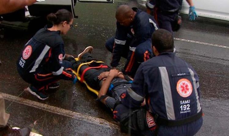 Homem foi atendido por profissionais do Serviço de Atendimento Móvel de Urgência - Foto: Reprodução | TV Bahia