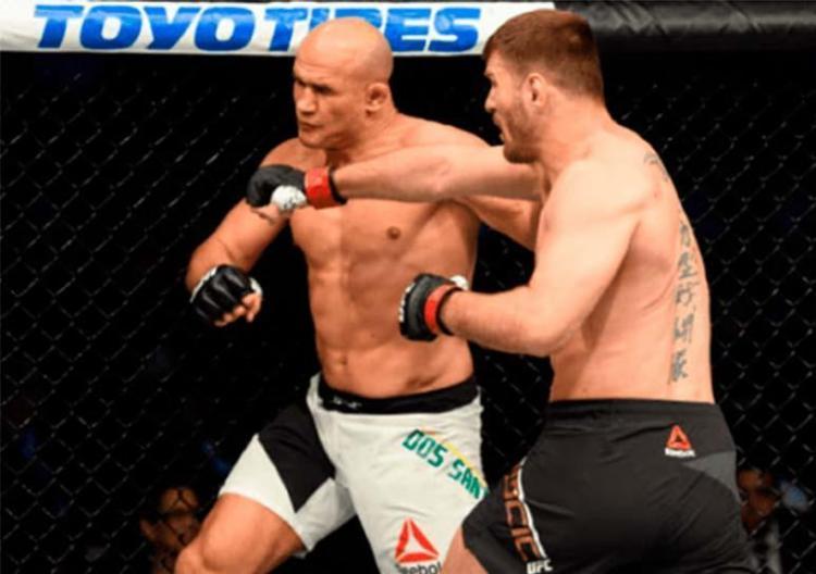 Cigano ficou 2min22s no octógono na tentativa de tirar o cinturão de Stipe Miocic - Foto: Reprodução | UFC