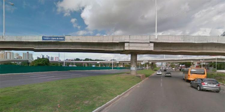 Acidente aconteceu em viaduto de acesso ao Imbuí - Foto: Reprodução   Google Maps