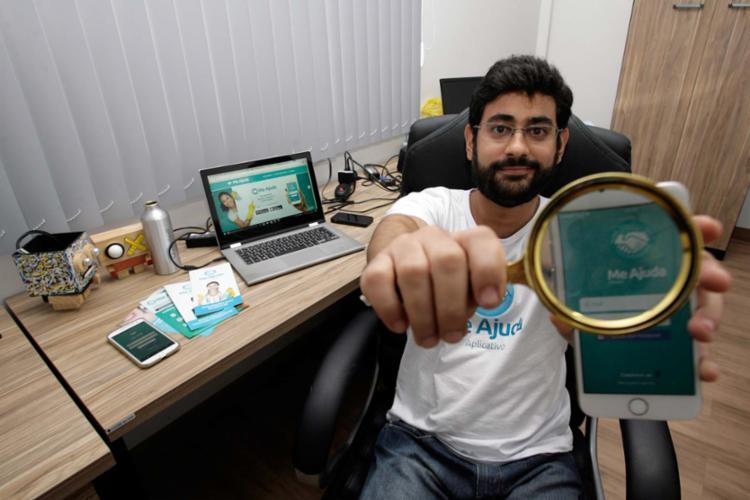 Brandão criou o Me Ajuda App, uma espécie de Uber de diaristas e garçons - Foto: Mila Cordeiro | Ag. A TARDE