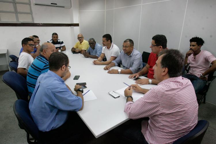 Secretario se reuniu com representantes da categoria nesta manhã - Foto: Luciano da Matta | Ag. A TARDE | 15.05.2017