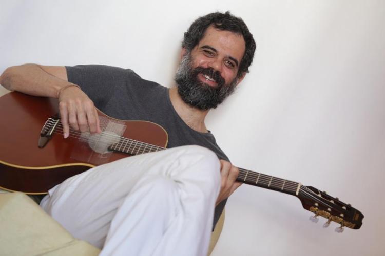 Em abril, Ronei Jorge apresentou faixas do novo disco em shows no Teatro Gamboa Nova - Foto: Adilton Venegeroles / Ag. A TARDE