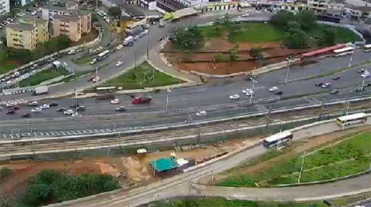 Trânsito livre nas imediações da rodoviária, por volta do meio-dia - Foto: Reprodução | Transalvador