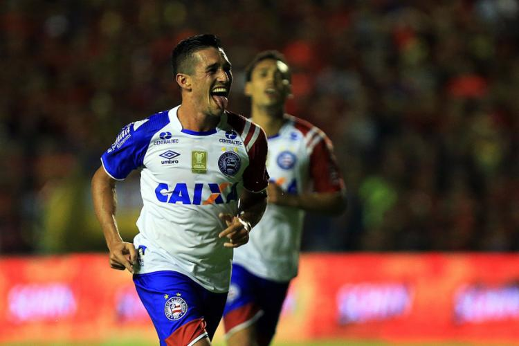 Tricolor saiu na frente com Juninho, atuou bem, mas cedeu gol no fim; ainda assim, título está perto - Foto: Felipe Oliveira l EC Bahia