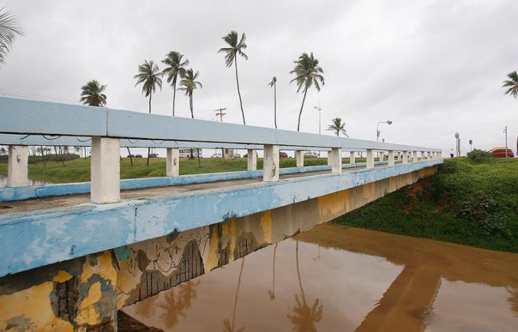 Ponte sobre o rio Jaguaribe (3ª ponte) tem desgaste - Foto: Raul Spinassé l Ag. A TARDE