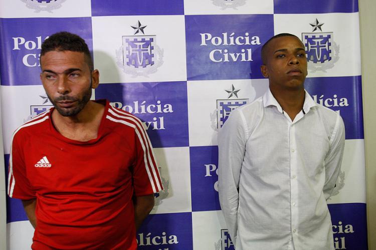Carlos Teódulo Silva Portugal e Hélber Silva Rosa foram presos e apresentados - Foto: Margarida Neide l Ag. A TARDE