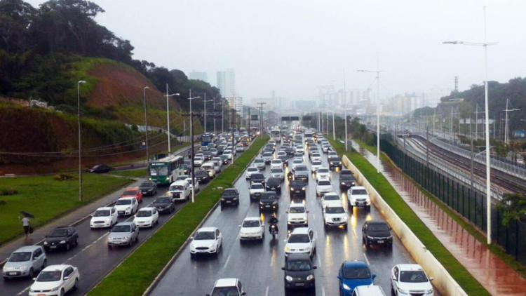 Mau tempo ocasiona lentidão sentido Centro da cidade - Foto: Raul Spinassé | Ag. A TARDE