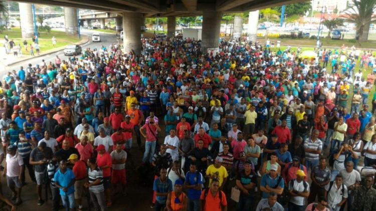 A categoria está em estado de greve desde o mês de abril - Foto: Raul Spinassé | Ag. A TARDE