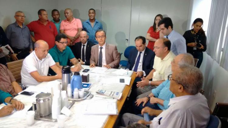 Rodoviários e empresários sentaram para negociar nesta sexta - Foto: Luciano da Matta | Ag. A TARDE