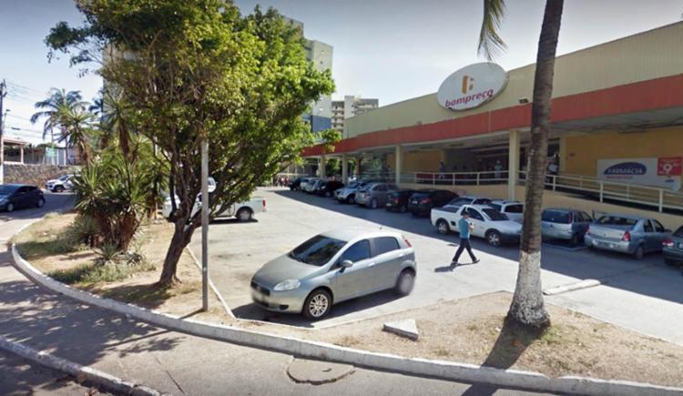 Funcionário do supermercado constatou sinais de arrombamentos nas portas do estabelecimento - Foto: Reprodução   Google Maps