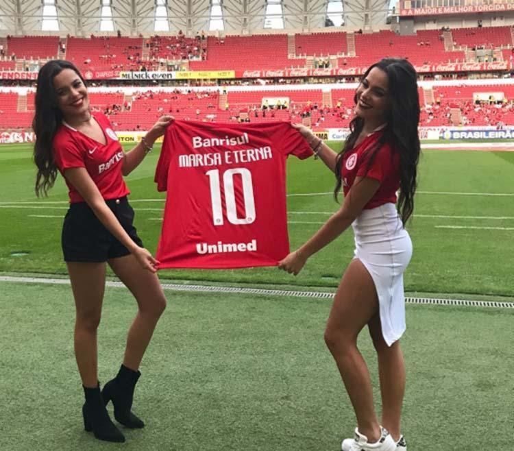 Gêmeas se emocionam com camisa do time que a mãe torcia - Foto: Reprodução | Instagram