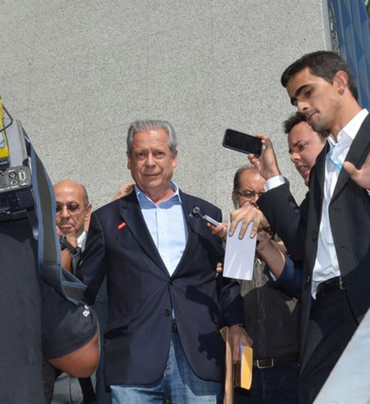 Ex-chefe da Casa Civil de Lula ganha habeas corpus; ele já foi condenado a 32 anos por corrupção e lavagem - Foto: Fabio Rodrigues Pozzebom l Agência Brasil l 04.11.2014
