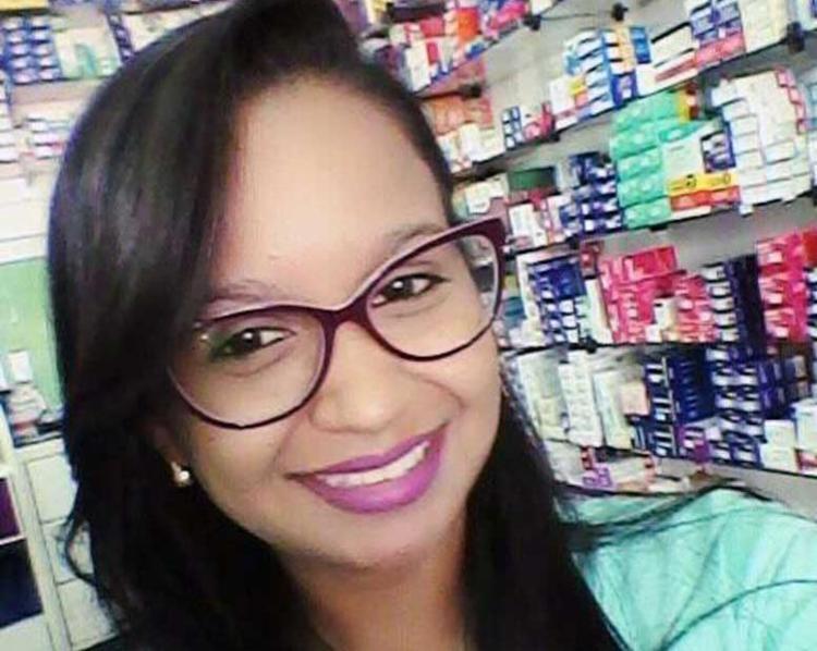 Jucimaria Vítima foi atacada a tiros pelo suspeito, no centro da cidade de Pindobaçu - Foto: Reprodução   Facebook